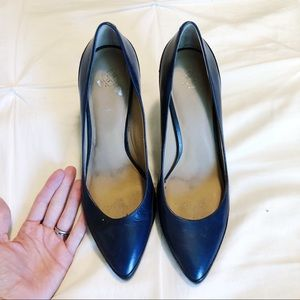 Ann Taylor black and navy colorblock heels